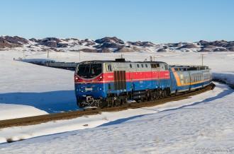 ТЭ33А-0239 с поездом Talgo на пергоне Сайлы— Жоламан, 23.02.19г