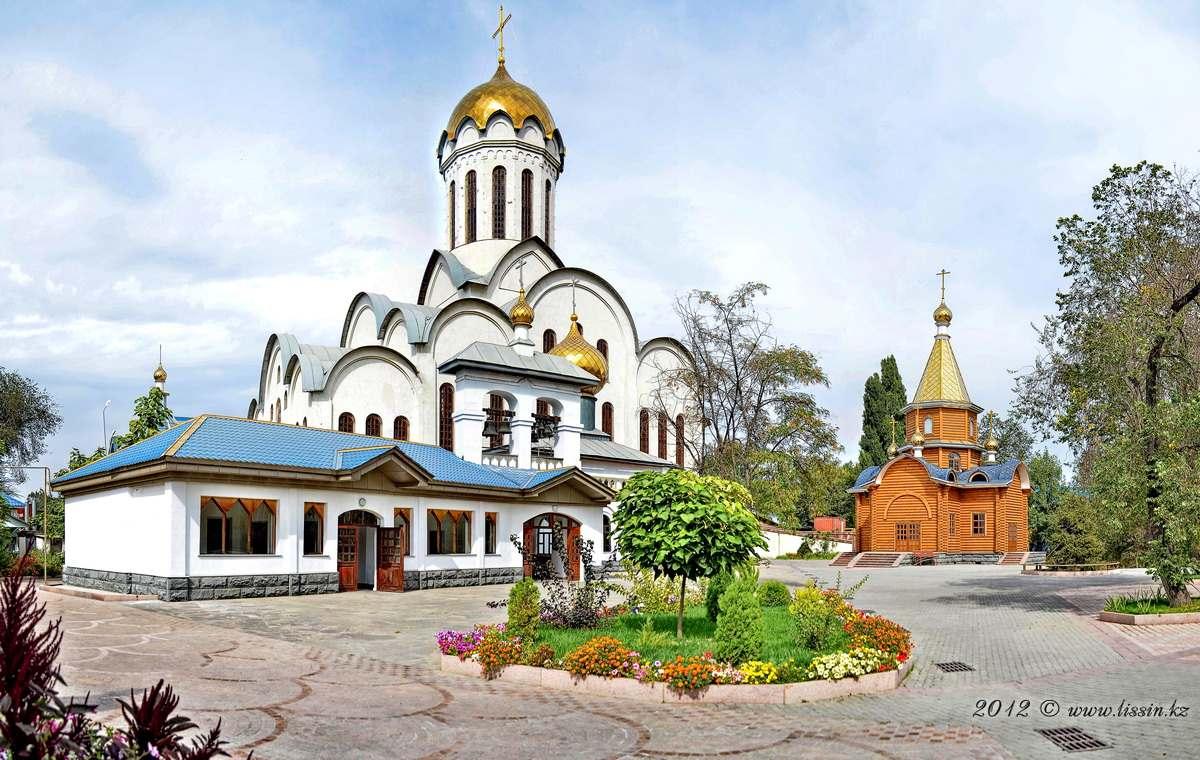 Храм Христа Спасителя в Алматы,  в мкр. Акбулак на пр. Райымбека и Саина