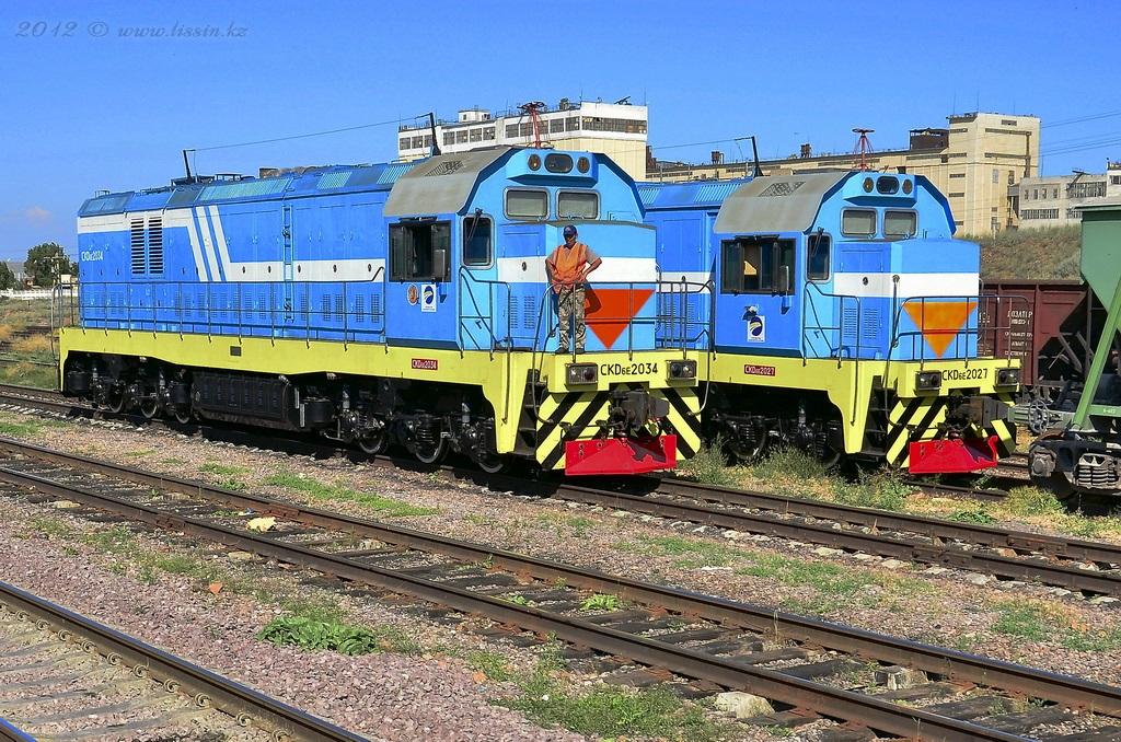 CKD6E-2034 и CKD6E-2027 на станции Капчагай. 19.06.12.