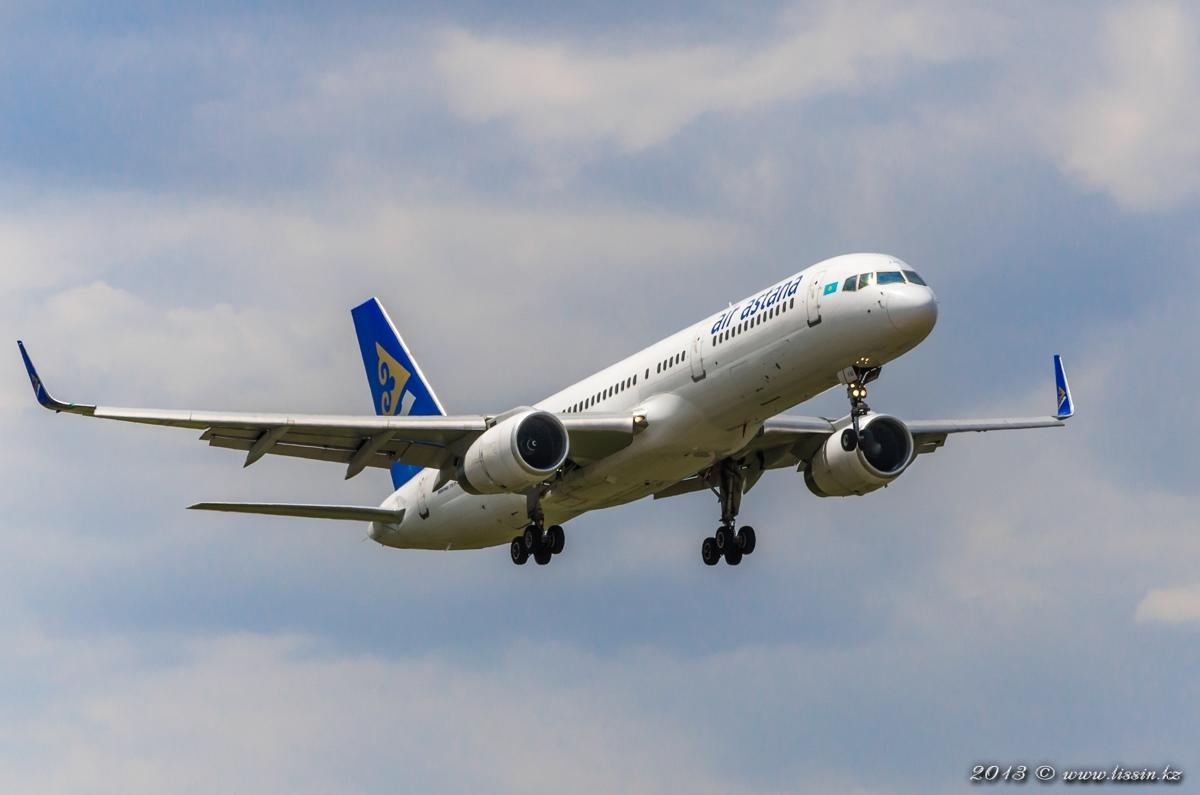 P4-FAS, Air Astana, Boeing 757-2G5(WL), заходит на посадку в Алматинском аэропорту, 19.07.13г. #1