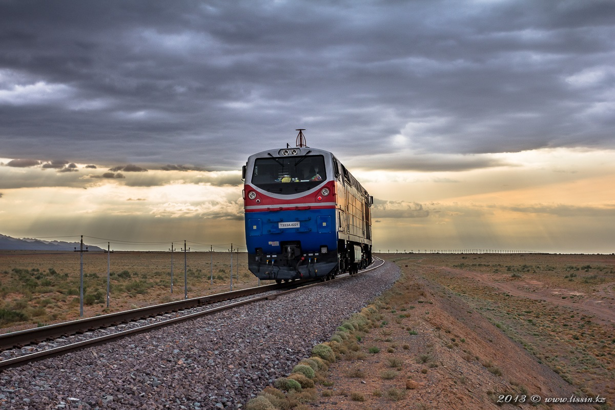 ТЭ33А-0221,  на перегоне Шелек - Таскарасу,  линии Жетыген - Алтынколь, Алматинская область, 14.09.13г. #1