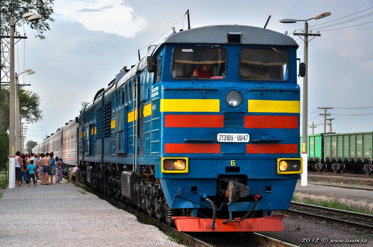 2ТЭ10У-0047 на станции Актогай с поездом №325 Новосибирск — Алма-Ата, 28.06.12г. #1
