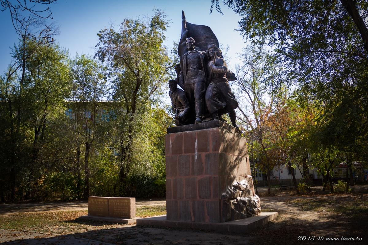 Борцам октябрьской революции в Алма-Ате.