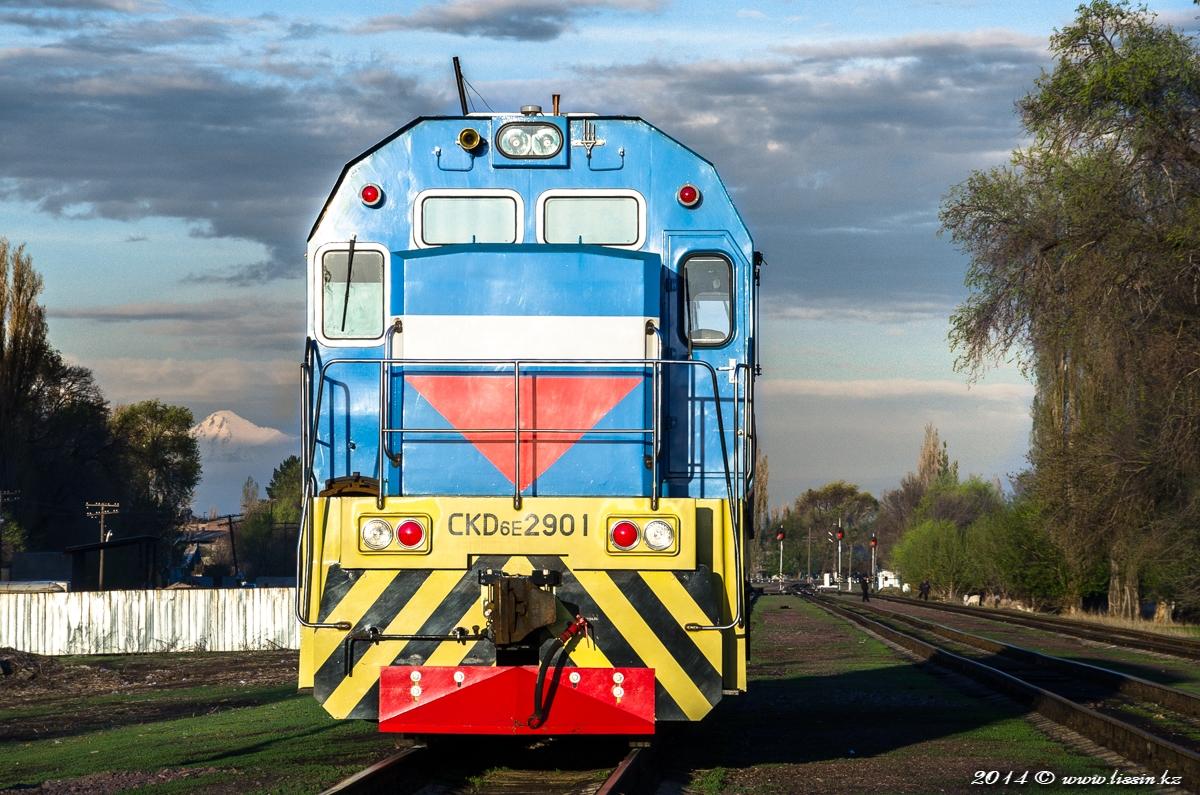 CKD6E-2901 на станции Тентек в Балпык-Би, 26.04.14г.