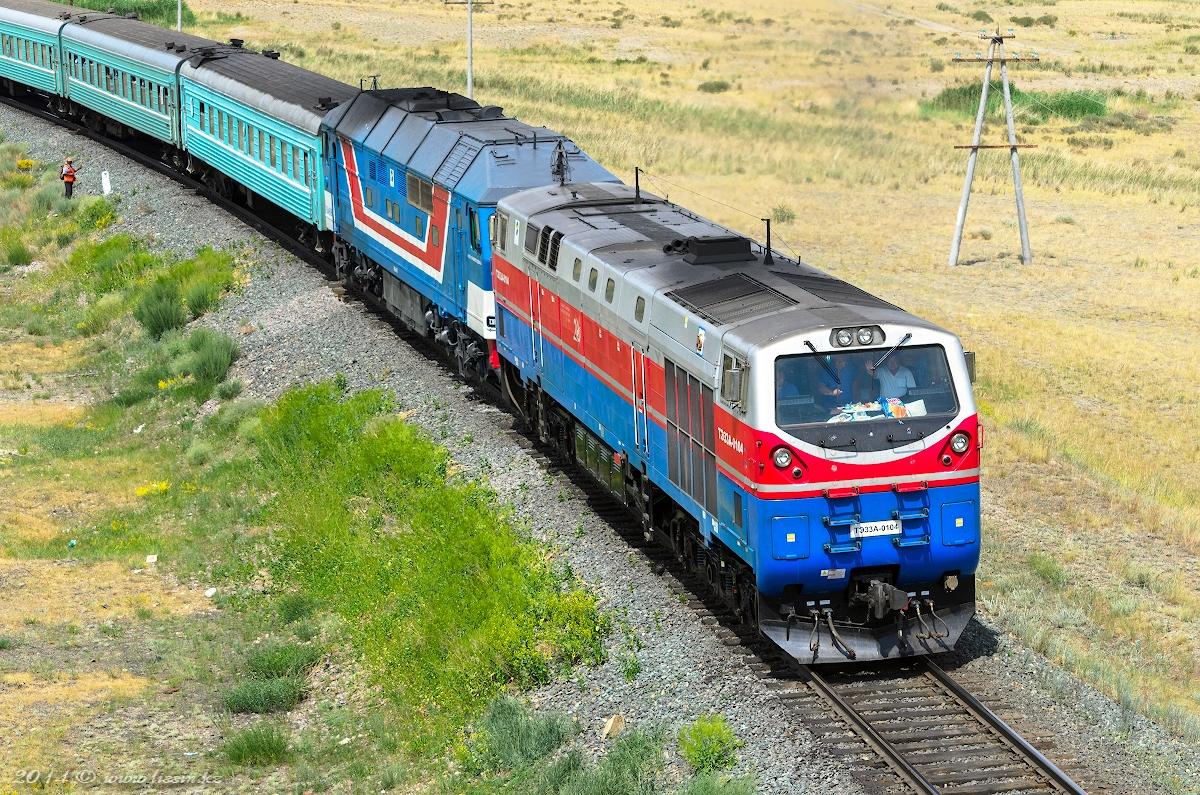 ТЭ33А-0104 и ТЭП70-0113 с поездом №301 Новосибирск - Алма-Ата, на перегоне Жангиз-Тобе - Желдикара, Восточно-Казахстанская область, Казахстан , 29.06.14г. #1