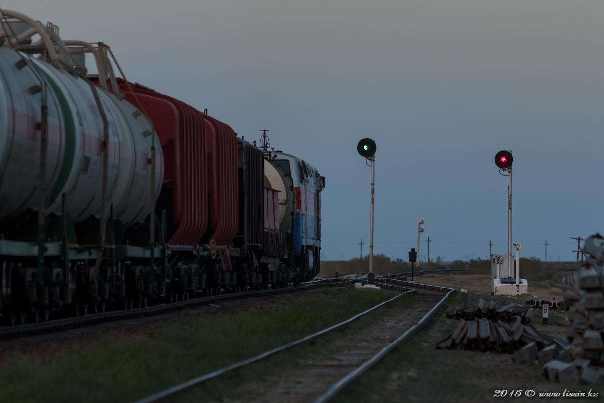 ТЭ33А-0134 на станции Уинду, Кызыл-Ординская область, 01.05.15г. #1