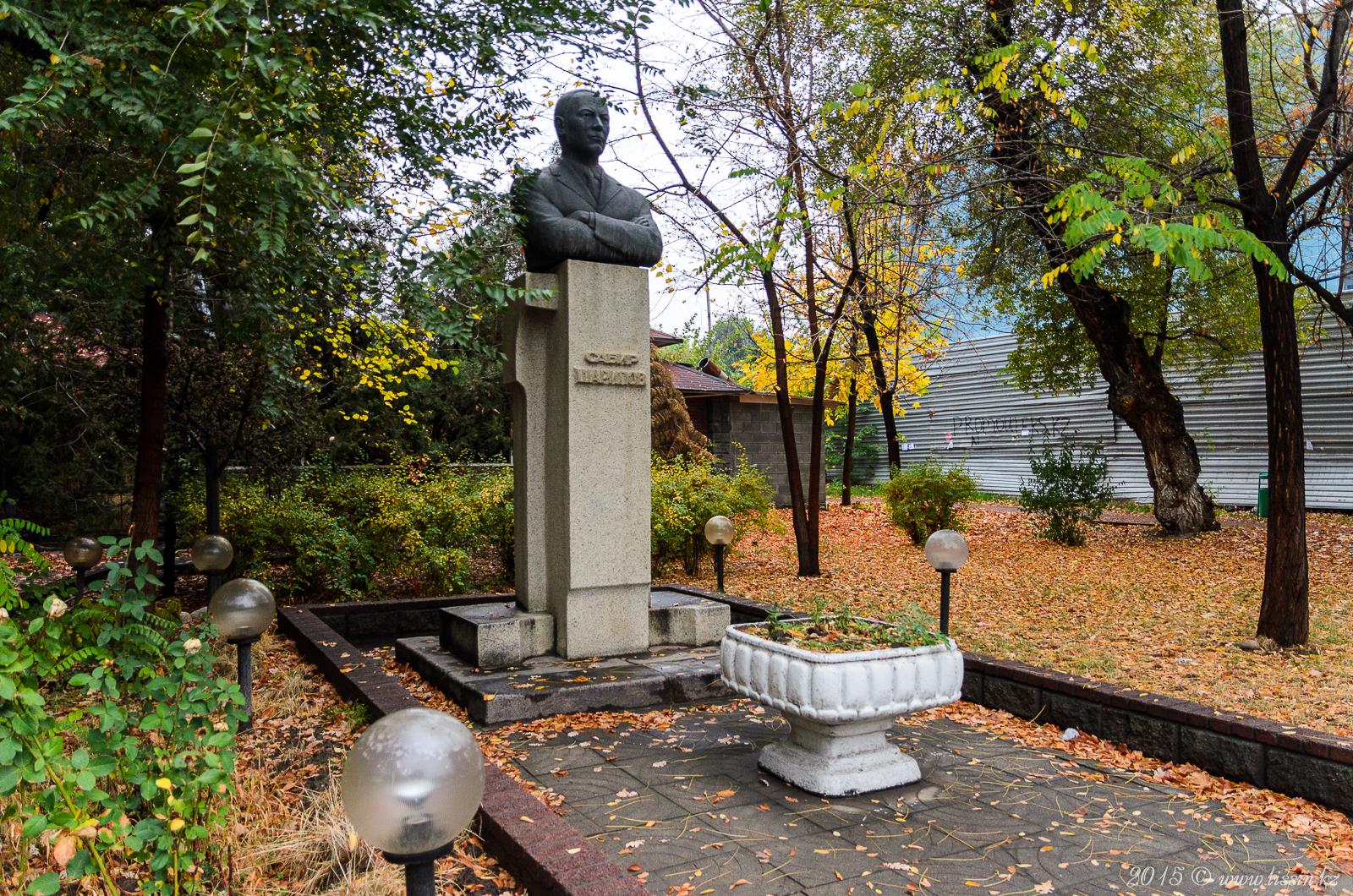 Монумент Сабиру Шарипову в Алматы, 16.10.15г.