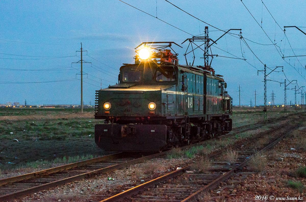 Промышленный электровоз EL21-049, на участке Балхаш — Восточно-Коунрадский рудник, Карагандинская область, 23.04.16г. #1