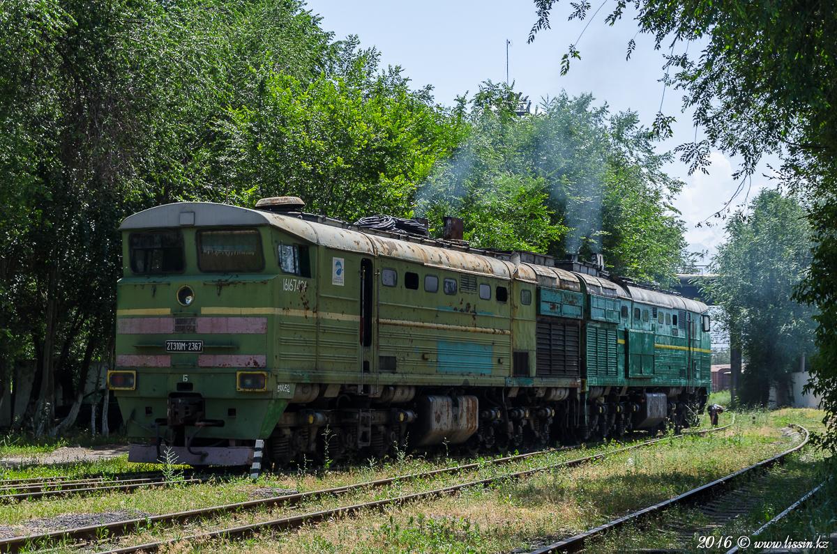 2ТЭ10М-2367 Б / 2ТЭ10М-2299 Б в депо станции Алма-Ата-1, 13.06.16г.