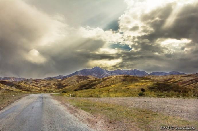 Горы Алтын-эмель