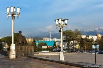 Памятник Ауэзову, 04.05.14г