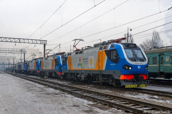 KZ4AT-0013, KZ4AT-0020,  KZ4AT-0011, ТЭП33А-0001 и KZ4AT-0009 на станции Алм-Ата-2, 06.01.17г
