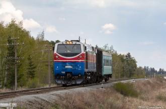 ТЭ33А-0182 с пригородным поездом №6821, 28.04.16г