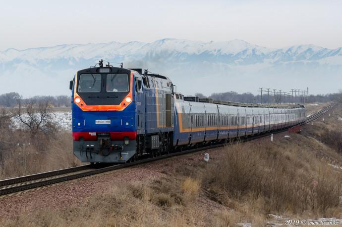ТЭП33А-0009 с поездом №031 Алматы— Павлодар, 17.02.19г