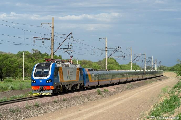 KZ4AT-0014 с поездом №705 Алматы— Петропавловск, 23.05.17г