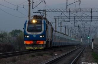 KZ4AT-0003 с поездом Talgo № 707 Алматы— Нур-Султан, 14.04.19г