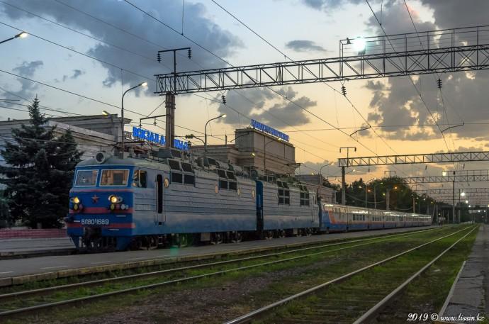 ВЛ80С-1689 с поездом №025Алматы— Шымкент, 22.07.19г