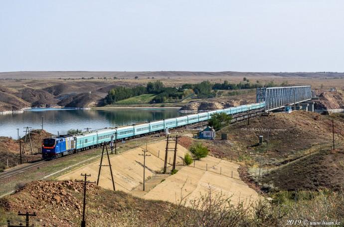 ТЭП33А-0017 с поездом №021 Семей— Кызылорда, 24.09.19г