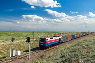 ТЭ33А-0116 на перегоне Илийская— Капшагай, Алматинская область, 13.04.19г