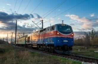 ТЭ33А-0198 с поездом №039 Астана— Санкт-Петербург, 28.04.16г