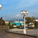Памятник Ауэзову, 04.05.14г.