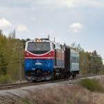 ТЭ33А-0182 с пригородным поездом №6821, 28.04.16г.