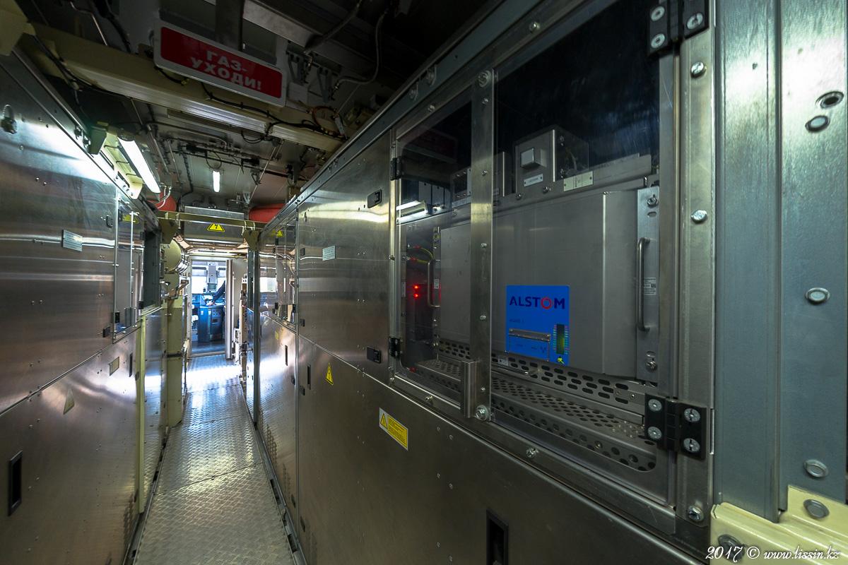 Двигательный отсек французского пассажирского электровоза KZ4AT концерна ALSTOM. #1